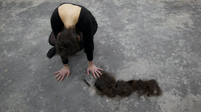 Elana Katz, Auf Mein Sheitel, 2012. Performance, Center for Contemporary Art and Thought, Berlin. Image courtesy of the artist.