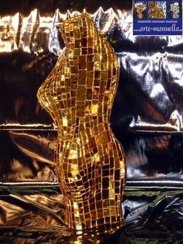 Artist: Manuella Muerner Marioni Titel: Torso gold Medium: Mirror Sculpture Size: 50 x 20 x 30 cm / 19.7 x 7.9 x 11.9 inches